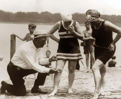 8f33b80919eea083cfe63551324a7831--women-bathing-suits-vintage-bathing-suits