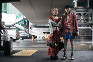 http_bae.hypebeast.comfiles201710tokyo-fashion-week-streetsnaps-part-2-13